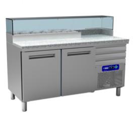 160 cm-es Diamond  hűtött pizzaelőkészítő asztal beépített feltéthűtővel, 2 ajtóval és 3 fiókkal