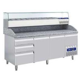 2 méteres Diamond  hűtött pizzaelőkészítő asztal 2 ajtóval és 3 + 1 fiókkal, GN 1/4 osztású feltéthűtővel